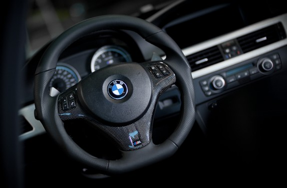 Bmw_steeringwheel-2