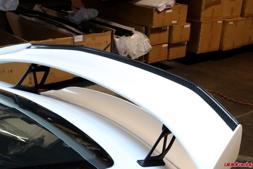 Porsche_GT4_Gurney_installed_LR_6