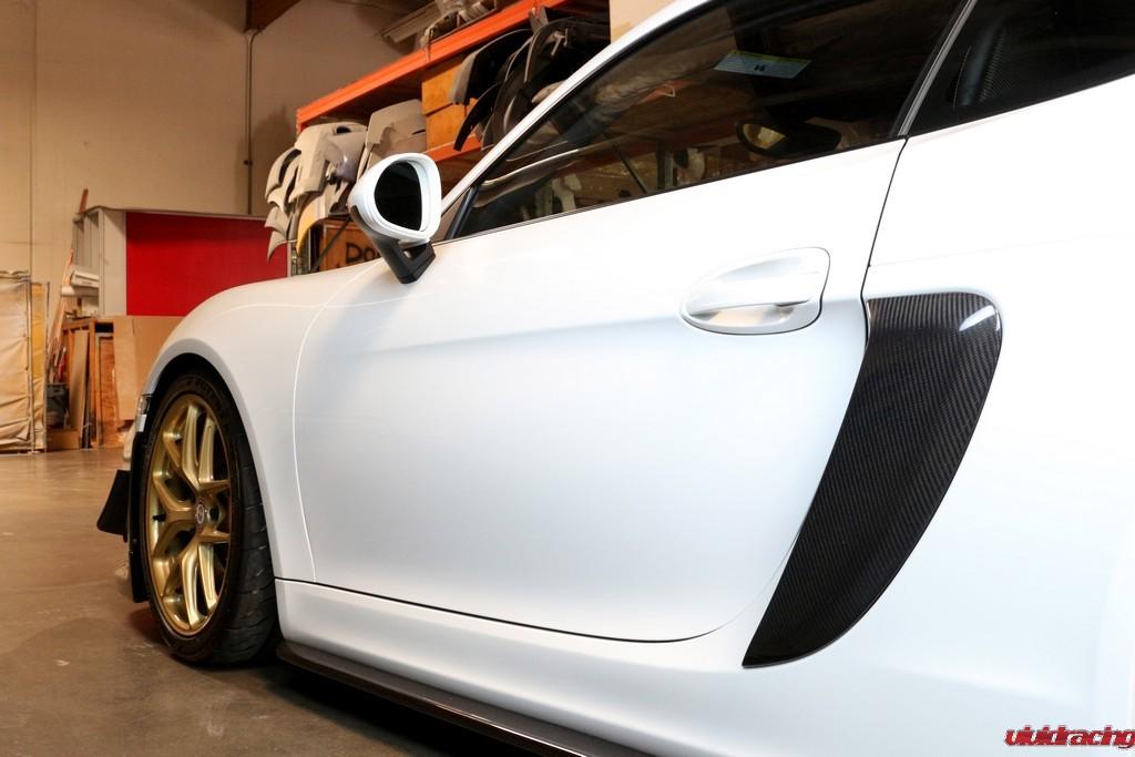 Porsche_GT4_Side-pod_installed_LR_6