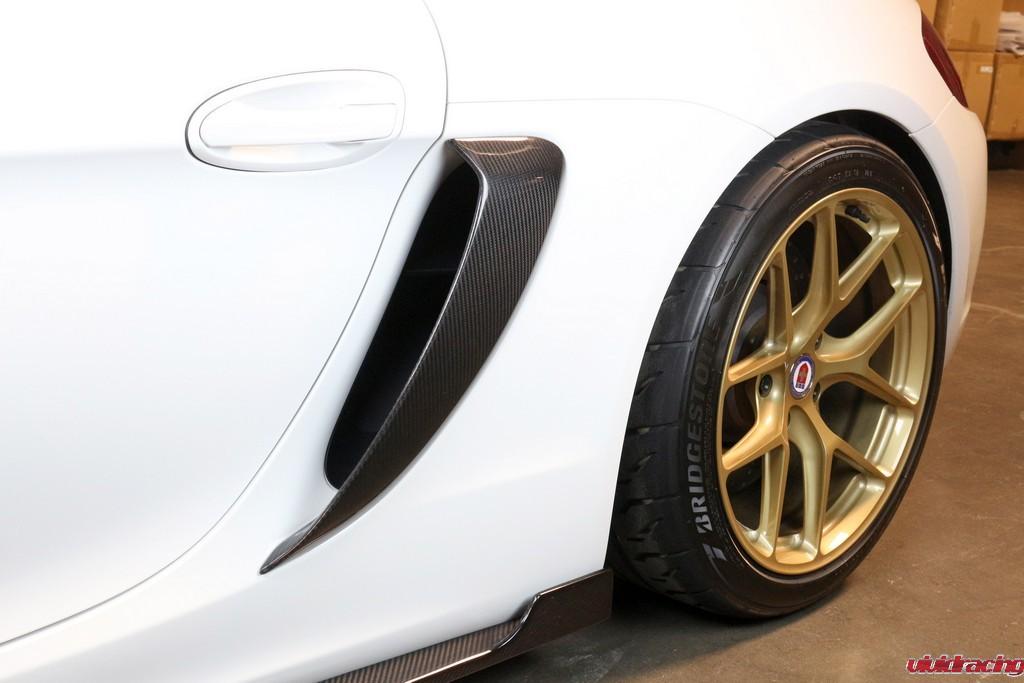 Porsche_GT4_Side-pod_installed_LR_8