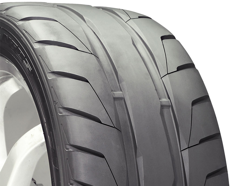 Nitto NT05 Tires 245/35/19 93Z Blk - DT-40530