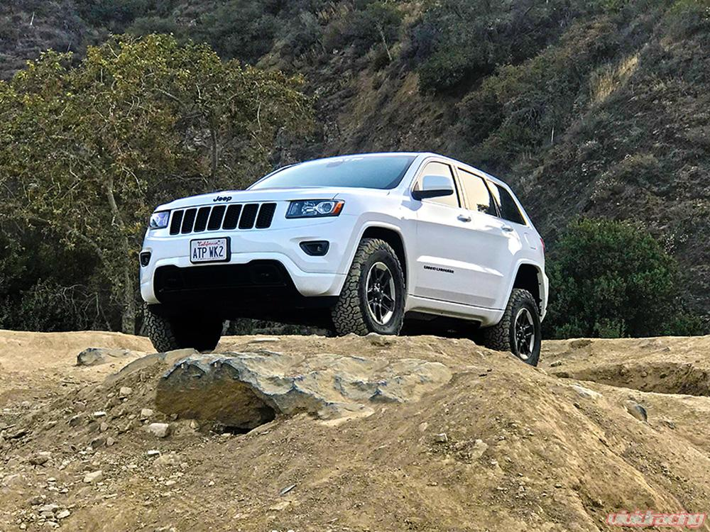 Jeep Grand Cherokee Lift Kit >> Jeep Grand Cherokee Wk2 2 5 Inch Lift Kit Black Anodized American Trail Products